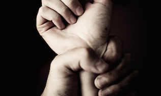 What do Canadian provinces offer around domestic violence leave?