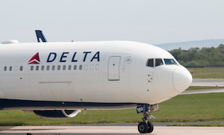 Delta Air Lines workers maintain DB pension in new contract