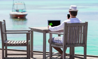 Majority of Canadians doing extra work before, after vacation: survey