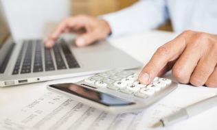 Canadians plan to work longer, fear finances won't recover after pandemic, finds surveys